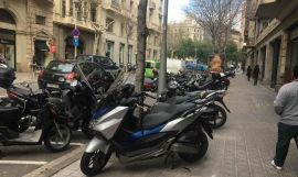 Las plazas de parking en la calzada son claramente insuficientes en Barcelona / CR
