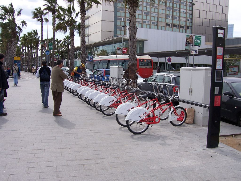 Estación de bicing en Barcelona / Marcbel