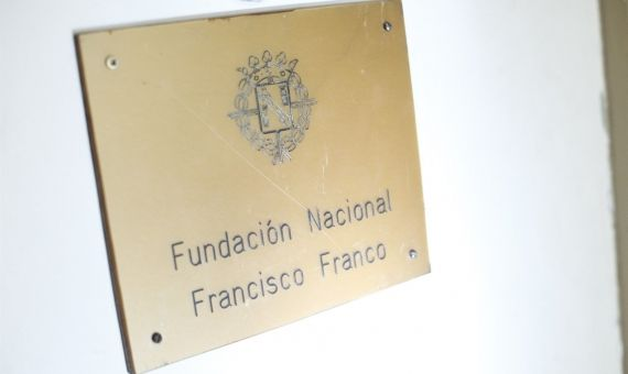 Placa de la Fundación Francisco Franco / EP