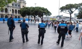 Mossos y Urbana despliegan un operativo policial estable contra el 'top manta' / EUROPA PRESS