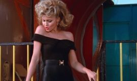 La actriz australiana Olivia Newton-John interpretando a Sandy en 'Grease'