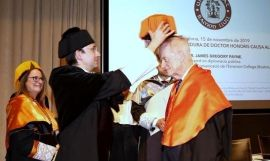 El doctor James Gregory Payne recibe el honoris por la Universidad Ramon Llull