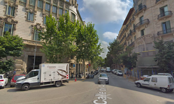 La confluencia de Ausiàs March con Girona, donde hubo el accidente de moto / GOOGLE MAPS