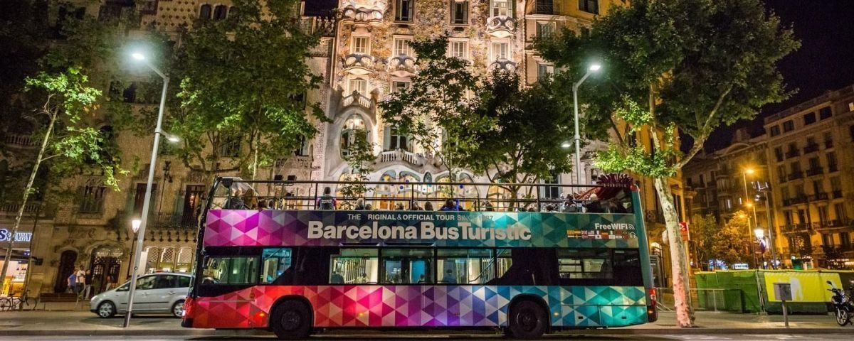 Bus turístico en Barcelona / EUROPA PRESS