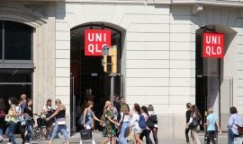 Exterior de un local comercial de Uniqlo en Barcelona / ARCHIVO
